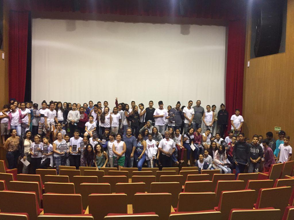 Alunos da Escola Lyceu de Goiás no Cine Gwatá